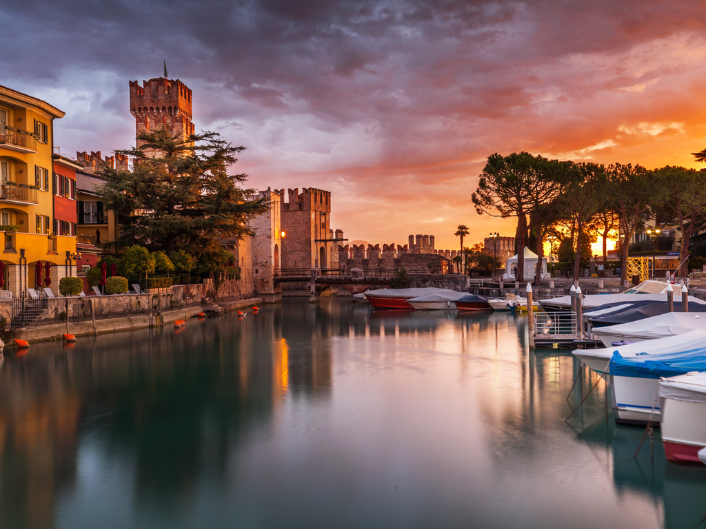 Sunset boat trip in Sirmione